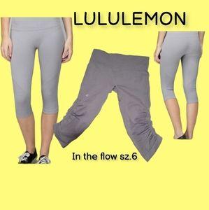 Lululemon gray in the flow cropped leggings sz.6